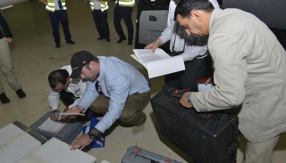 Personal de la ONU en Siria mientras investigaban uso de armas químicas contra civiles. (AP)