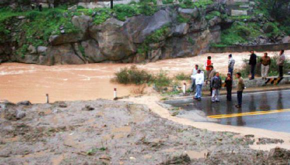 Efectos del Niño Costero interrumpen el tránsito vehicular en la región Piura.  (Gestión)
