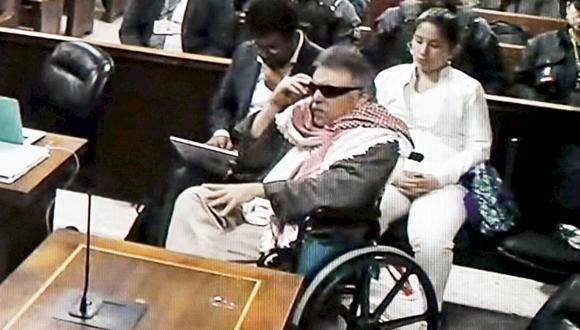 Ex jefe de FARC, Jesús Santrich, se presenta en silla de ruedas ante la justicia de Colombia. (Foto: AFP)