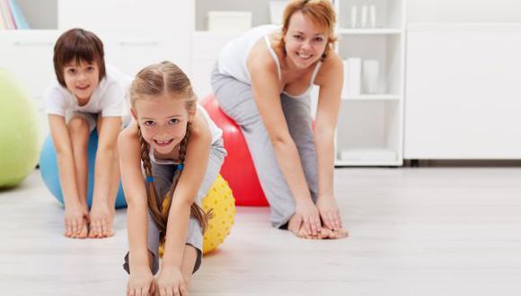 La OMS recomienda que los chicos y las chicas de entre 5 y 17 años realicen 60 minutos diarios de actividad física moderada.