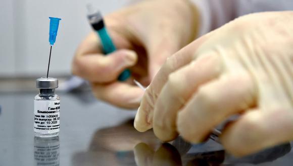 """""""Actualmente estamos negociando para la compra de 26 millones de dosis"""",  dice el viceministro de Salud. (Foto: AFP)"""