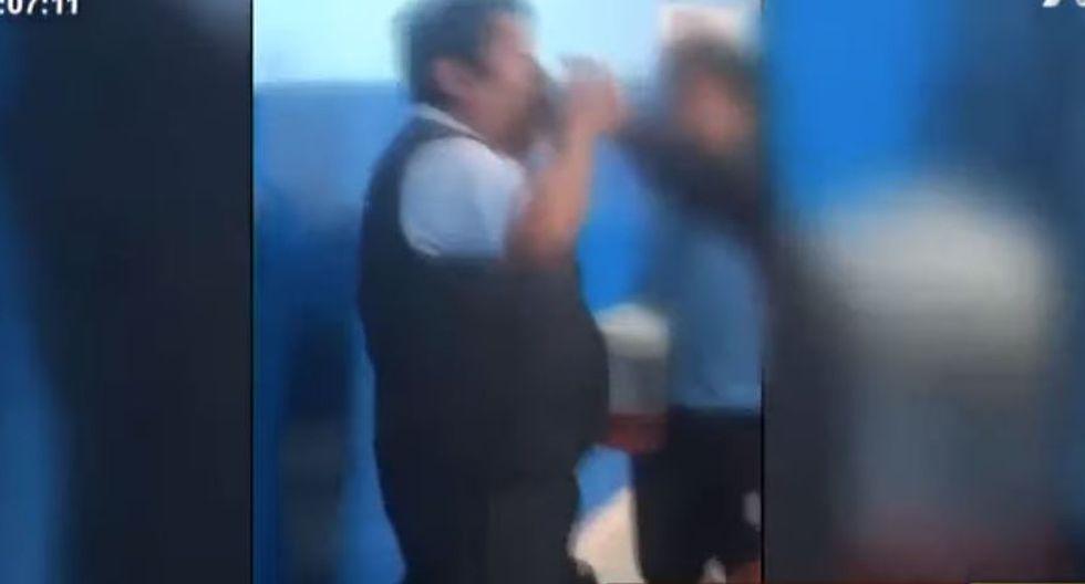 Captan a profesor tomando licor con sus alumnos en un colegio de Ventanilla. (Video/Captura)