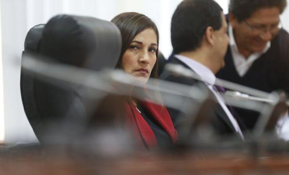 Milagros Salazar cedió la vicepresidencia de la Comisión Madre Mía a Yeni Vilcatoma.