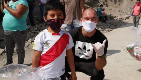 Adrián Zela regaló víveres a los más necesitados con la pandemia del coronavirus. (Foto: Instagram)