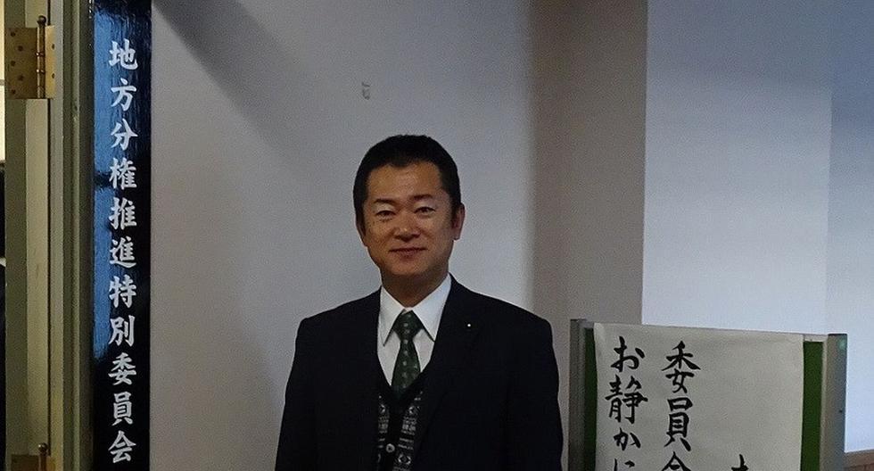 El político aseguró que ahora planea invertir lo ganado en las mascarillas en la lucha contra el coronavirus en su prefectura. (Facebook / Hiroyuki Morota)