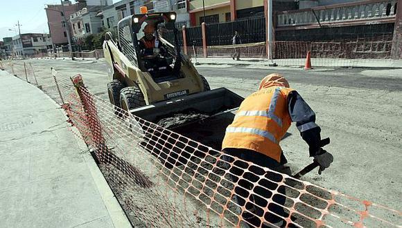 Hoy se iniciaron las obras de asfaltado de la calle Manuel Irribarren. (Referencial/Heiner Aparicio)
