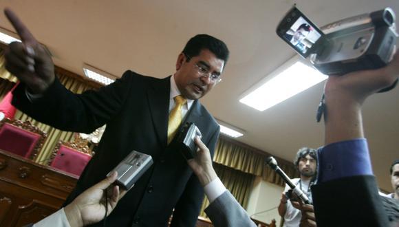 La avalancha de denuncias en su contra motivarían que César Álvarez abandone el país. (USI)