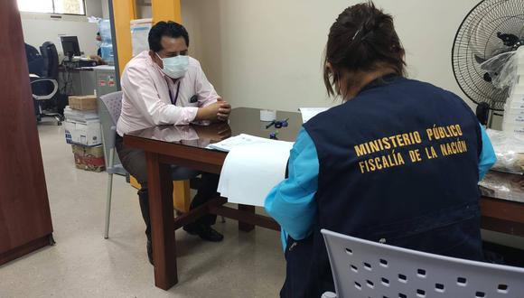 Ayacucho: la magistrada Jeny Prado Aparicio llegó hasta el citado nosocomio a fin de recabar información sobre el proceso de compra. (Foto: Ministerio Público)