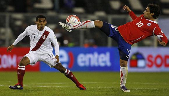 Valdivia estuvo ante Perú en la partido que se jugó en Santiago en 2011. (Reuters)