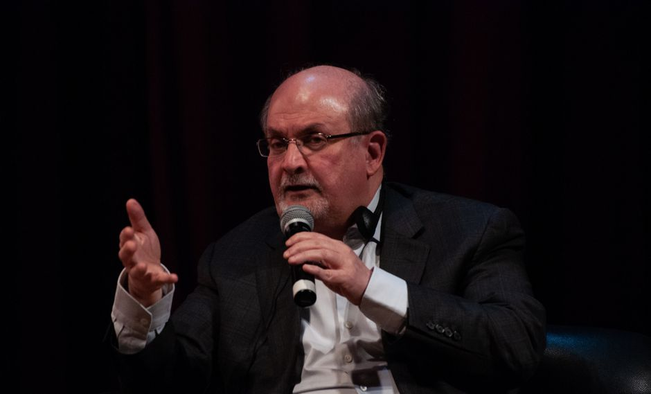 Salman Rushdie compartió íntimos secretos literarios con Mario Vargas Llosa (Hay Festival).