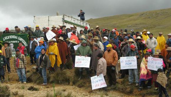 ÁNIMOS CALDEADOS. Comuneros insisten en exigir agua segura. (Mari Liss Núñez/USI)