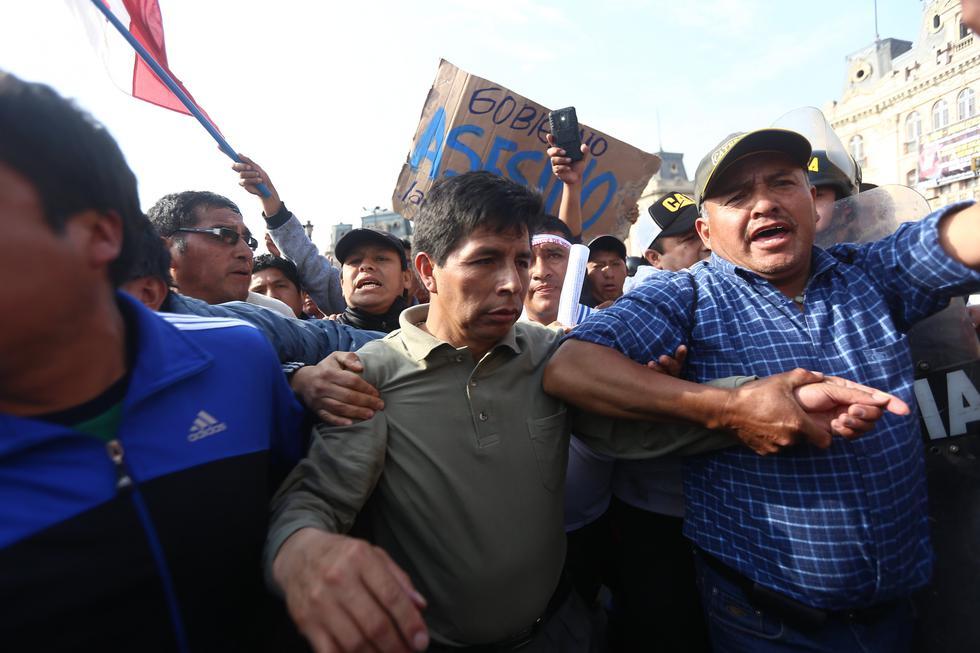 """Ministerio de Educación señala que huelga magisterial convocada por Pedro Castillo """"pierde fuerza o es nula en 20 regiones"""". (Perú21)"""