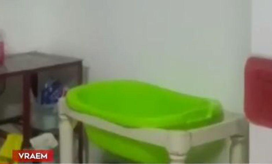Bebés prematuros son colocados en tinas ante la falta de incubadoras. (América Noticias)