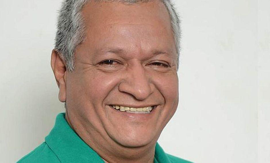 Rubén del Águila Panduro piensa combatir la homosexualidad con alimentos saludables. (Facebook)
