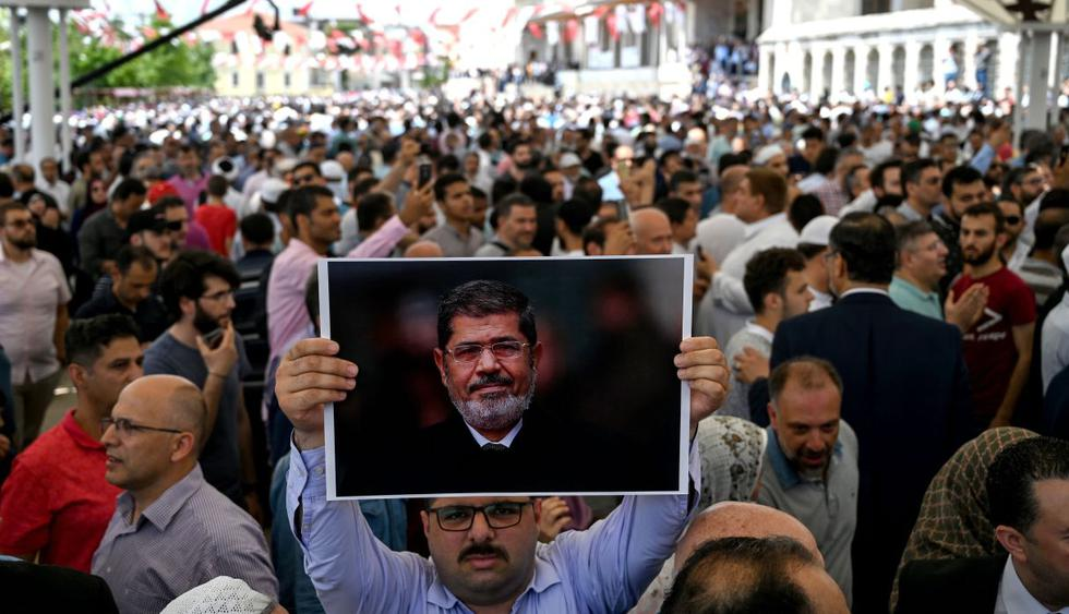 Miles participan en oración en memoria de Mohamed Mursi en Turquía. (Foto: AFP)