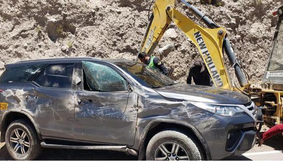 Edgar Alarcón publicó imágenes de su vehículo tras accidente. (Foto: @EdgarAlarconT / Twitter)