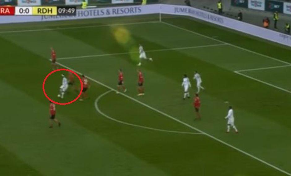 La jugada de lujo que provocó la ovación a Ronaldinho en Alemania. (Captura: YouTube)