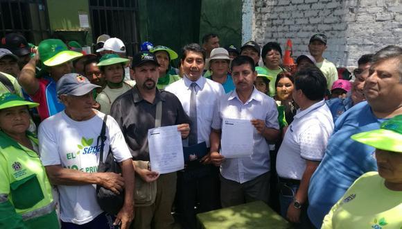 La Defensoría logró que los trabajadores de limpieza y los funcionarios de la comuna lleguen a un acuerdo. (Alan Benites)