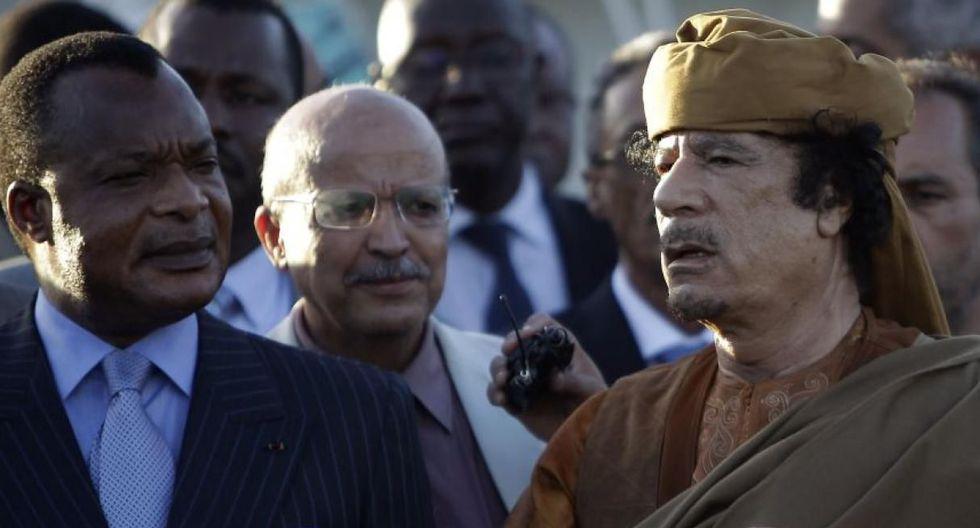 En la República Popular del Congo, Denis Sassou Nguesso acumula 35 años de gobierno. En la imagen aparece a la izquierda junto a Muamar Gadafi en 2011. (Foto: AFP)