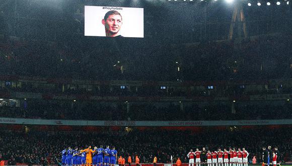 Emotivo homenaje a Emiliano Sala previo al partido entre Arsenal vs. Cardiff City por la Premier League en el Emirates. (Foto: Reuters)