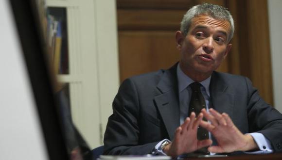 CON EL PIE EN ALTO. García Miró dice que la amistad no puede contaminar la economía, ni el gobierno. (USI)