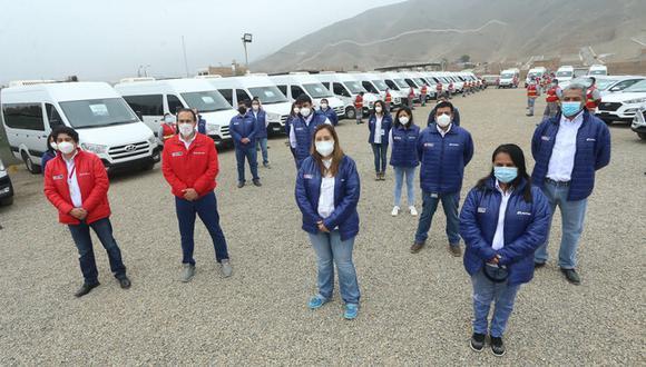 La flota está compuesta por 22 minibuses y 10 camionetas