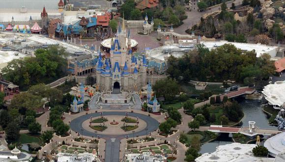 Imagen del parque temático Disney's Magic Kingdom. Las instalaciones fueron cerradas para combatir la propagación del coronavirus. Archivo del 16 de marzo de 2020. (REUTERS/Gregg Newton).
