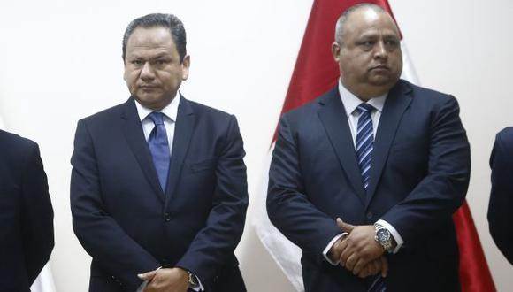 Ministro Mariano González destacó las cualidades del procurador de su sector Héctor Gutierrez cuando lo designó. (Renzo Salazar)