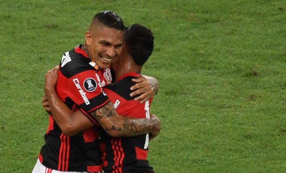 Paolo Guerrero y Miguel Trauco consiguieron la clasificación de Flamengo frente a Santos en la Copa Brasil. (AFP)