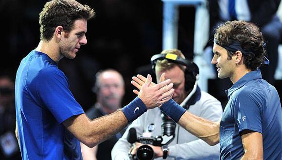 Del Potro y Federers se saludan después del partidazo que jugaron el Londres. (AFP)