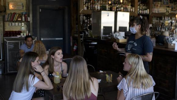 El gobernador de Texas, el republicano Greg Abbott, confirmó que todos los establecimientos podrán abrir sin ningún tipo de restricción. (Foto: Mark Felix / AFP)