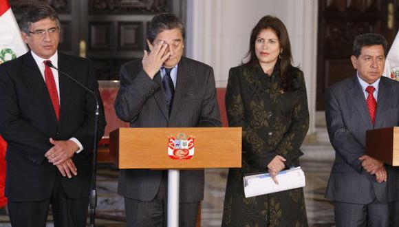 CON ALIADOS. Líderes 'chakanos' alcanzaron sus propuestas al representante del Ejecutivo. (Luis Gonzales)