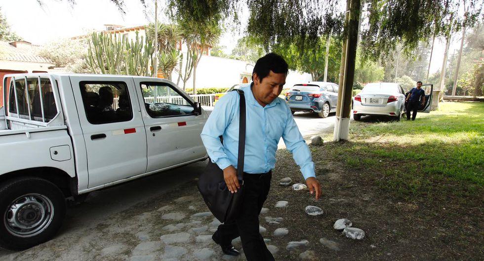 El Fiscal Tomassine John Tomasto Medrano llegó esta mañana al centro de rehabilitación Fuente de Agua Viva en Chaclacayo para interrogar a León Romero. (Foto: Leandro Britto/GEC)