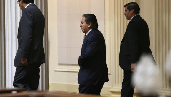 Mientras en el Congreso no se ponen de acuerdo, Alejandro Toledo busca enterrar el caso. (Martín Pauca)