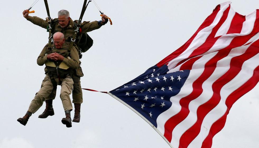 Veterano de 97 años recrea salto en paracaídas en el desembarco de 1944. (Foto: Reuters)