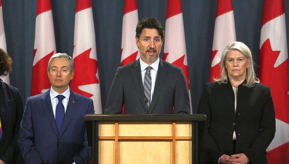 """""""No nos detendremos hasta que se haga justicia"""", dijo el primer ministro canadiense, Justin Trudeau, a las familias de las víctimas del derribo del avión de Ukraine International Airlines en Irán. (Foto: AFP)"""