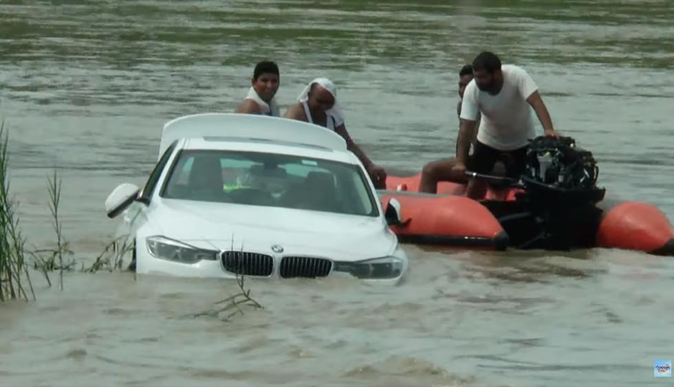 Un joven tiró al río el BMW que le regalaron sus padres porque les había pedido un Jaguar. (YouTube   Uttarakhand Post)