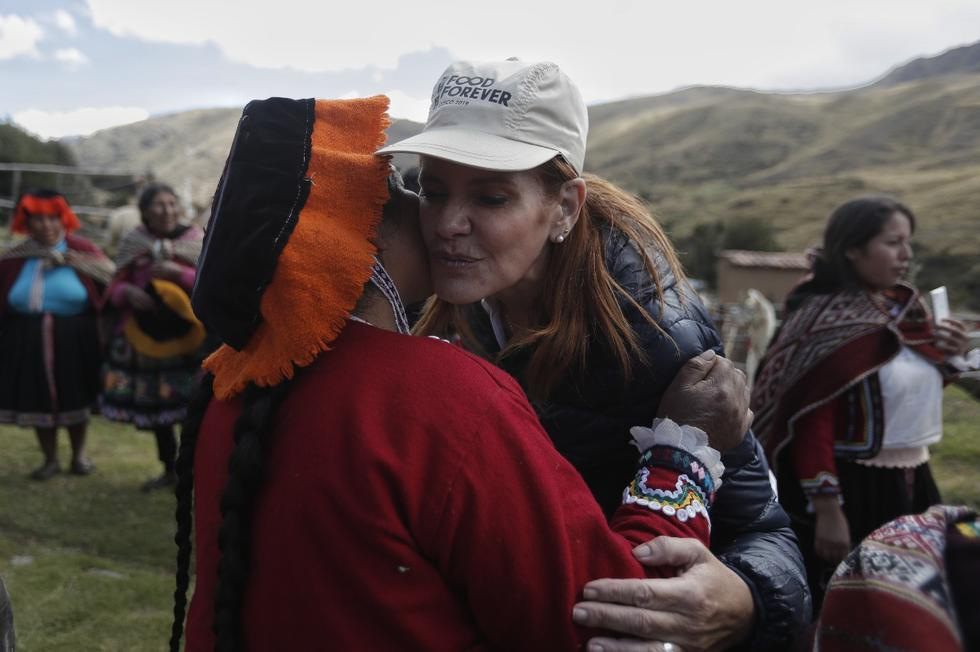 Mercedes Aráoz felicitó a los 'Guardianes de la papa' en Cusco. (Foto: Renzo Salazar/ GEC)