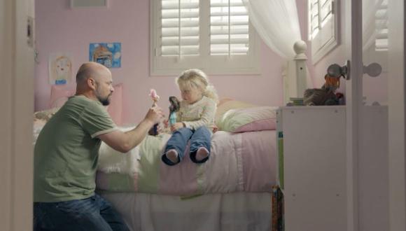 Estos padres se divierten jugando con sus hijas (Mattel).