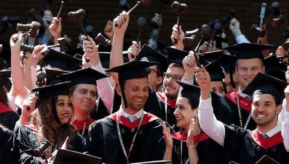 El caso se centra en las alegaciones de más de 60 organizaciones asiático-estadounidenses que sostienen que las normas de admisión perjudican a los alumnos de origen asiático. | Foto: AP / Referencial