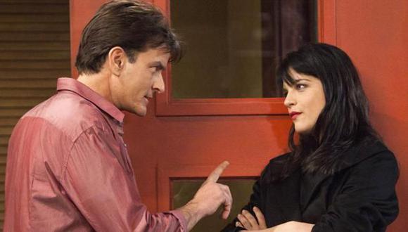 Sheen ahora quiere de compañera a Mila Kunis. (AP)