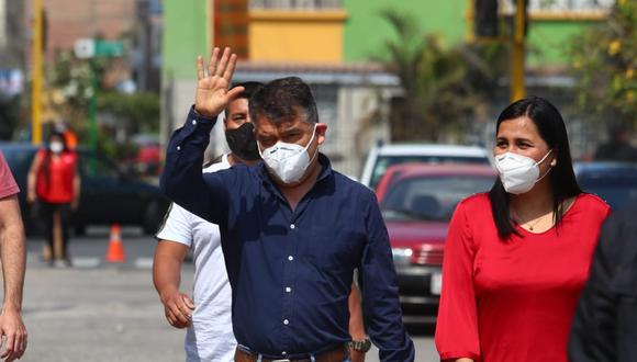 Julio Guzmán y Flor Pablo acudieron a votar en las elecciones internas. (Foto: Alessandro Currarino/GEC)