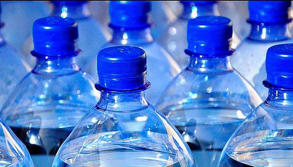 Entre enero y setiembre de 2020, el índice de producción de bebidas no alcohólicas cayó 27,5%, ante la menor producción acumulada de gaseosas (-24,8), agua envasada (-27,4%), bebidas hidratantes (-13,9%), y jugos y refrescos (-36,2%), según el Produce.