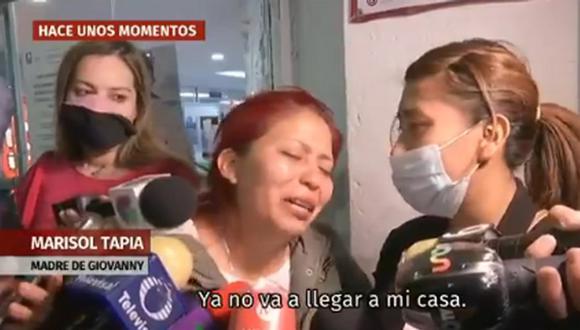 La madre del menor, Marisol Tapia, recibió con dolor la noticia que su hijo era una de las víctimas mortales del desplome. (Foto: @azucenau)
