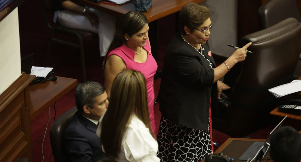 Vicente Zeballos  respondió a pliego de 21 preguntas en el Congreso. (Anthony Niño De Guzmán/GEC)