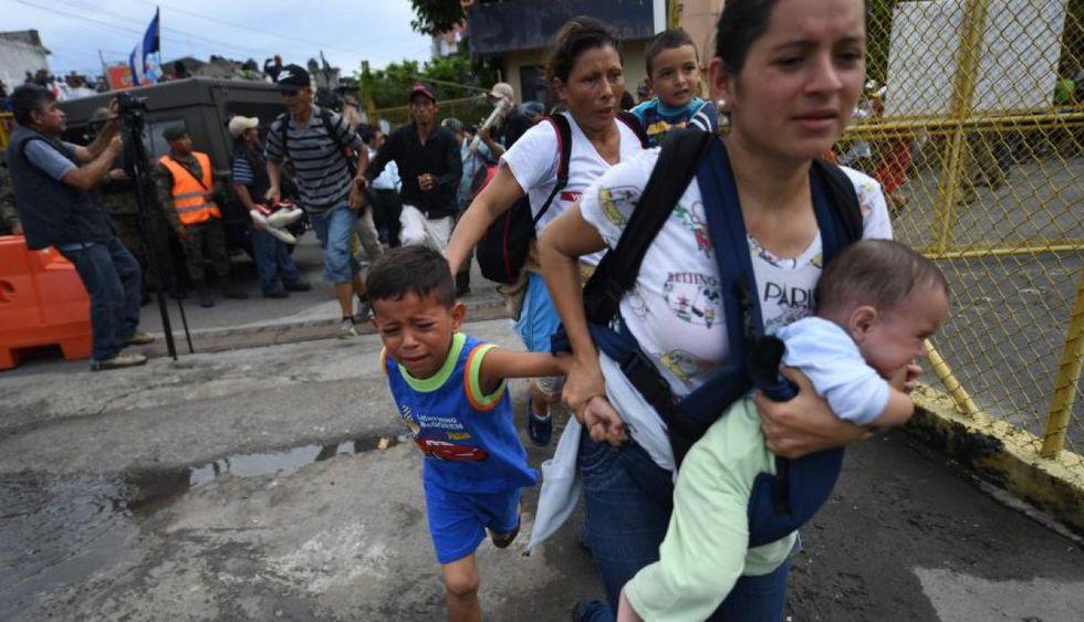 Caravana de migrantes cruzan por México en su periplo hacia EE.UU. (Foto: AFP)