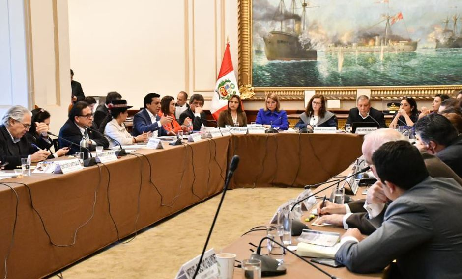 Con esta aprobación al grupo de trabajo presidido por Rosa Bartra solo le falta dictaminar el proyecto de no reelección parlamentaria. (Video y Foto: Congreso)