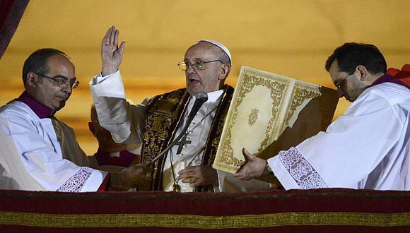 El argentino salió al balcón de la Basílica de San Pedro una hora después de su elección. (Reuters)