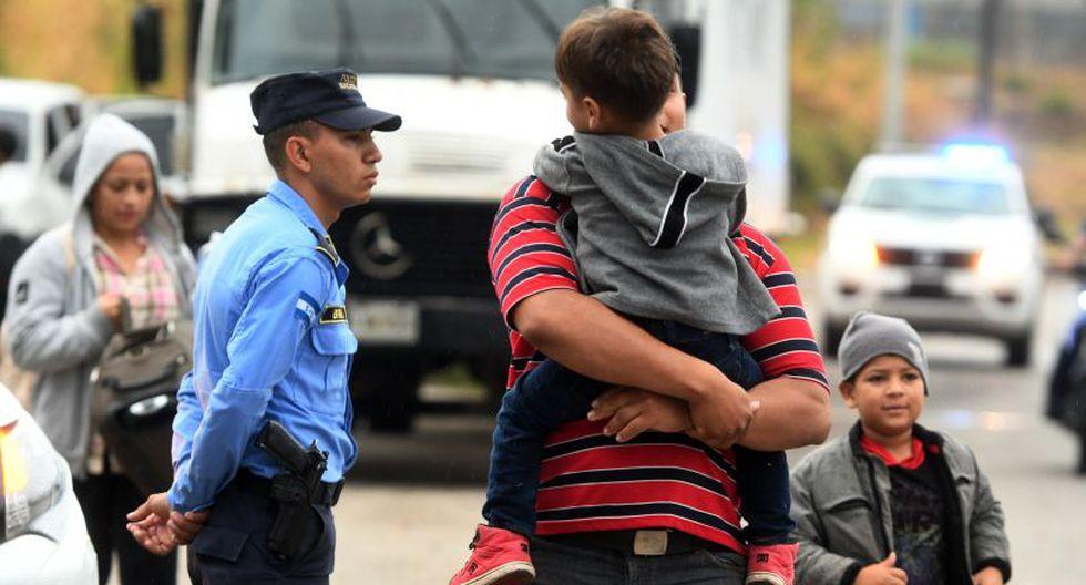 Desde el 13 de octubre, cuando salió la primera caravana con unas dos mil personas, han partido al menos otras tres con personas que huyen de la falta de oportunidades. (Foto: AFP)