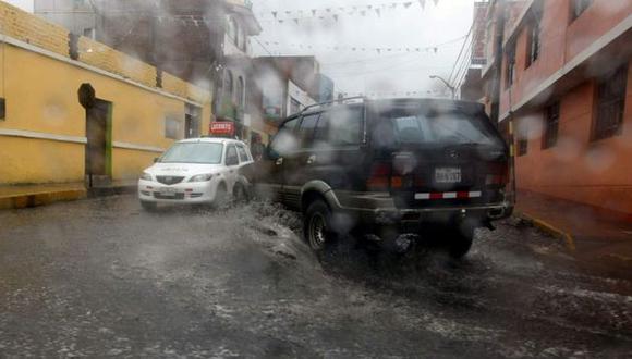 Las calles arequipeñas lucían llenas de agua producto de las lluvias. (USI)